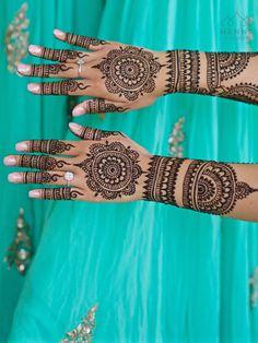 Award Winning Mehndi Pro for Indian Destination Weddings — Henna Lounge Henna Hand Designs, Pretty Henna Designs, Mehndi Designs Finger, Mehndi Designs For Beginners, Wedding Mehndi Designs, Mehndi Design Images, Mehndi Designs For Fingers, Mehndi Art Designs, Henna Tattoo Designs