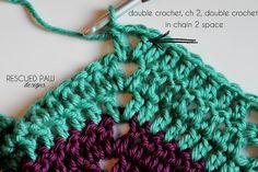 Classic Ripple Crochet Tutorial via Rescued Paw Designs Chevron Crochet Blanket Pattern, Crochet Ripple Afghan, Granny Square Crochet Pattern, Crochet Stitches Patterns, Double Crochet, Crochet Afghans, Crochet Scarf Easy, Crochet Bags, Crochet Animals