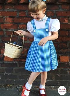 100 of the best World Book Day costume ideas - Looking for inspiration for World Book Day costumes? Then you've come to the right place. Baby Costumes, Cool Costumes, Cosplay Costumes, Costume Ideas, World Book Day Activities, World Book Day Ideas, School Dresses, Day Dresses, Fancy Dress