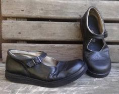 Handmade leather shoes by woolicity on Etsy