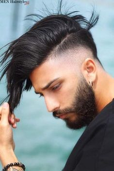 Take your look to the next level with an undercut hairstyle for men! Discover the classic undercut and its modern alternatives and pick the one for you! Undercut Hairstyles, Easy Hairstyles, Undercut Men, Disconnected Undercut, Haircuts For Men, Textured Hair, Hair Trends, Going Out, Hair Cuts
