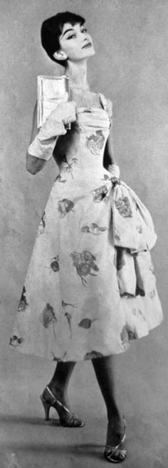 1956 la femme chic Nina #Ricci