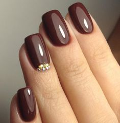 Nail art is a very popular trend these days and every woman you meet seems to have beautiful nails. It used to be that women would just go get a manicure or pedicure to get their nails trimmed and shaped with just a few coats of plain nail polish. Cute Nails, Pretty Nails, My Nails, Hard Gel Nails, Gold Nail Art, Gold Nails, Nails Polish, Nail Polish Colors, Manicure Colors