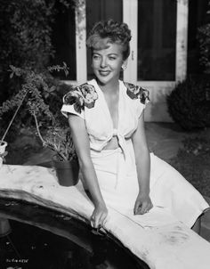 Ida Lupino (1918–1995) ❥|Mz. Manerz: Being well dressed is a beautiful form of confidence, happiness & politeness