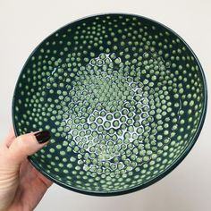 love this #thrown bowl with two-tone slip decoration and transparent glaze made by @patsyhoward_