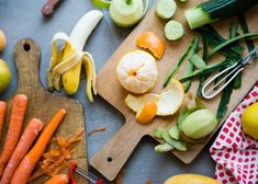 Vegetable and Fruit Peels-the peels of some of our favorite fruits are not just edible, but the skin and rind are packed with more fiber, anti-aging antioxidants, and vitamins than the fruit they surround. Meat Recipes, Vegetarian Recipes, Fruits And Vegetables, Healthy Drinks, Carrots, Smoothies, Healthy Living, Diet, Food