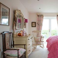 pink-bedroom.jpg 550×550 pixels