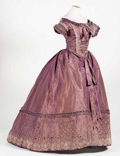 """Evening dress, 1850′s From the exhibition """"Hilos de Historia"""" at El Museo Nacional de Historia"""