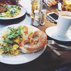 brekki w/ my girls  #healthy #herbst #breakfast #breakie #girls #beauties #morning #coffee #bayern #vegetarian #veggie #gesund #eatclean #eathealthy #fresh #lunch #salad #foodporn #instagood #photooftheday #fun #food #fit #fitness #lowcarb #lowfat #delicious #delish #protein by originaljulia