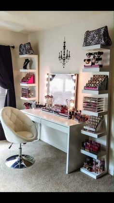The makeup room design matters. The better designed it is, the easier things get. Need inspiration? If you do, check out our 16 makeup room ideas here Dream Rooms, Dream Bedroom, Closet Bedroom, Teen Bedroom, Bedroom Chest, Extra Bedroom, Mirror Bedroom, Diy Bedroom, Bedroom Decor Glam