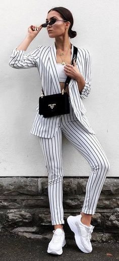incredible casual outfit / striped suit bag top sneakers