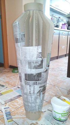 Dekorative Flaschen: Set mit 2 Zeitungsvasen von Through the Country Door - paper mache' - Crafts Craft Paper Storage, Arts And Crafts Storage, Diy And Crafts, Foam Crafts, Cardboard Furniture, Cardboard Crafts, Paper Vase, Diy Paper, Origami Paper