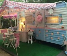 caravan hacks 462885667953756031 - Awesome Vintage RV Decor Ideas: 48 Best Designs – – Source by Old Campers, Vintage Campers Trailers, Retro Campers, Vintage Caravans, Camper Trailers, Tiny Trailers, Vintage Motorhome, Shabby Chic Campers, Camping Con Glamour