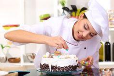 El toque final para decorar tortas es darle una buena cobertura. Aquí te presentamos distintas cremas y opciones para presentar tus pasteles.