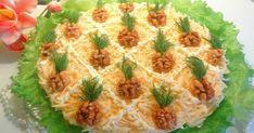 """Astăzi, drag amator ale bucatelor delicioase, vă prezentăm o rețetă grozavă de salată în straturi """"Ananas"""". Deliciul este o adevărată capodoperă culinară, forte gustoasă, care se prepară simplu, din carne de pui, cașcaval și ananas. Salata în straturi este foarte aspectuoasă, perfectă pentru masa festivă. Pregătiți delicii aspectuoase și apetisante din cele mai accesibile ingrediente și oaspeții vor fi încântați. INGREDIENTE – 1 piept de pui fiert – 4 ouă fierte – 150-200 g d Pineapple Salad, Russian Recipes, Yams, Spanakopita, Chicken Salad, Quiche, Food And Drink, Easy Meals, Cooking Recipes"""