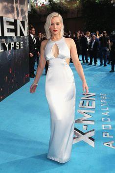OMG!Jennifer Lawrence looks flawless in her premiere dress!