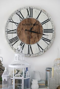 Love this pallet clock.found my next DIY project! Living Room Remodel Before and After - Diy Home Decor Crafts Decor, Shabby Chic Wall Decor, Shabby Chic Decor Diy, Diy Wall Decor, Pallet Clock, Diy Clock Wall, Diy Wall, Home Decor, Diy Clock