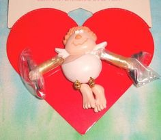 VINTAGE HALLMARK CUPID MOVEABLE MOTION - ARROWN N HEART VALENTINE LAPEL PIN -NOC
