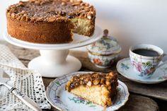 Det finnes nesten ikke noen enklere kake å bake enn «toscakake». Den deilig sprø og nøttete karamellen på toppen gjør den saftige formkaken helt spesiell.