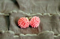 cute alternative to the rose studs we always see