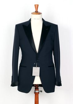 NWT Tom Ford tuxedo suit size 48 / 38R U.S. midnight blue #TomFord #Suit