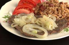 El bistec encebollado cubano como lo hacen mami, las tías y las abuelas.