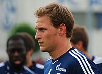 Benedikt Höwedes - Wikipedia, the free encyclopedia