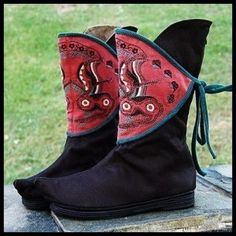 http://www.miyafeeling.com/727-1575-thickbox/hanwu-embroidered-short-black-boots.jpg