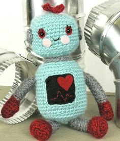 Fuente: http://yarn-over.tumblr.com/post/51546516295/cute-robot-pattern