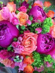 Bridal bouquet stunning colours by Scarlet and. Crimson flowers Holywood N Ireland Beautiful Flower Arrangements, My Flower, Fresh Flowers, Floral Arrangements, Beautiful Flowers, Orange Flowers, Gras, Flower Wallpaper, Floral Bouquets