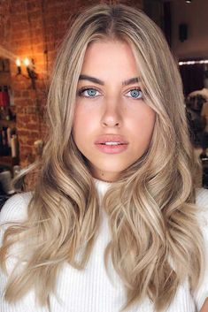 45 Fantastic Dark Blonde Hair Color Ideas - Hair ColorBlonde Highlighting For Brown Hair ❤️ Try out our stunning ideas of dark blonde hair and get inspiration for great changes and new life to slay in the New Year of ❤️ Dark Blonde Hair Color, Brown Hair With Blonde Highlights, Blonde Hair Looks, Honey Blonde Hair, Brown Ombre Hair, Balayage Hair Blonde, Blonde Hair From Brown, Blonde Hair For Pale Skin, From Brunette To Blonde