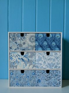 Liberty drawers by a Cuppa and a catch up - Why does IKEA sell MOPPE on every… Ikea Drawers, Fabric Drawers, Wooden Drawers, Wooden Boxes, Liberty Of London Fabric, Liberty Fabric, Liberty Print, Coin Couture, Space Crafts