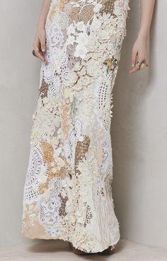 www.DeFotografe.eu LOVES deze bijzondere kanten rok. Misschien een idee voor jouw trouwjurk?