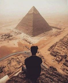 I don't think there are any cliffs near the pyramids, so I'm pretty sure this isn't an actual photo but it's still cool.