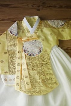 Korean Traditional Dress, Traditional Dresses, International Clothing, Korean Hanbok, Casual Hijab Outfit, Traditional Wedding, Party Dress, Two Piece Skirt Set, Gowns