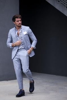Voile Blanche Liam Power - Blue and Grey combination Mdv Style, Street Style Magazine, Men Street, Good Looking Men, New Outfits, Dapper, Mens Fashion, Street Fashion, How To Look Better