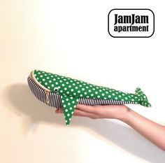 jam jam apartment☆クジラポーチ(型紙/仕様書あり) - dailycasket.com Sewing Crafts, Sewing Projects, Craft Projects, Projects To Try, Fun Crafts, Diy And Crafts, Pouch Bag, Craft Gifts, Quilting