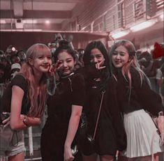Girl in the pink♡ Kpop Girl Groups, Korean Girl Groups, Kpop Girls, Frases Rosa Parks, Yg Entertainment, K Pop, Black Pink Kpop, Girl Korea, Kim Jisoo