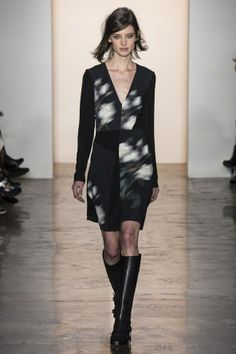 ---BLUR PRINTS--- Fall/Winter 2014-2015. The intensity of the blur will create different impacts. The more blurry the more movement will give. Designer: Peter Som. A/W 2014/15 New York Fashion Week