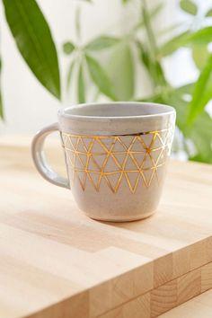 Tasse aux motifs géométriques