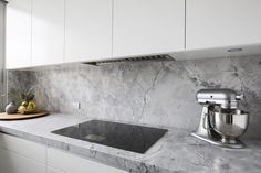 See how Dan Kitchens transformed this kitchen into a Luxurious Custom Kitchen in Kirribilli, complete with Exquisite Materials and High-end Appliances. Laundry Appliances, Kitchen Cupboards, Kitchen Room Design, Interior Design Kitchen, 1970s Kitchen, Apartment Projects, Luxury Kitchens, Small Kitchens, Dan