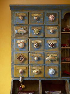 MacKenzie Child knobs.......this is amazing - I want to try it!!!  These knobs are all over my house !!