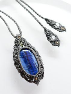 カイヤナイト&モルダバイト隕石天然石マクラメ編みペンダント