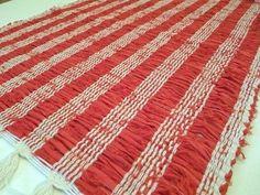 Caminho de mesa produzido com malha seca e fios de algodão. Mede 35cm x 100cm. Por R$23,00. Confira em nossa loja virtual > www.sacariasantoandre.com.br