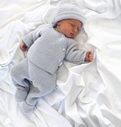 A imagem pode conter 1 pessoa dormindo beb e clo … Image may contain 1 person sleeping baby and clo contain # sleeping Baby Girl Pants, Girls Pants, Baby Boy Fashion, Fashion Kids, Newborn Outfits, Kids Outfits, Hippie Baby, Adidas Baby, Cute Baby Pictures