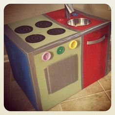 Take a look at this #DIY Cardboard Kitchen! Now all we need is a #cardboard @SeventhGen dish detergent.