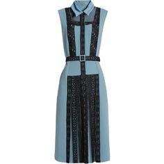 Bottega Veneta Lace-panel crepe dress (5.620 BRL) ❤ liked on Polyvore featuring dresses, slimming dresses, embellished dress, bottega veneta, applique dress and box pleat dress