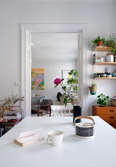 Kukkia ja taidetta / Flowers and Art | COSY HOME