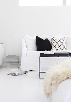 Ghost Sofa - Gervasoni - https://www.misterdesign.nl/ghost-14-bank-gervasoni.html  Tray Table - HAY - https://www.misterdesign.nl/tray-table-hay-tafel.html
