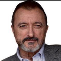 El mejor escritor Arturo Perez-Reverte
